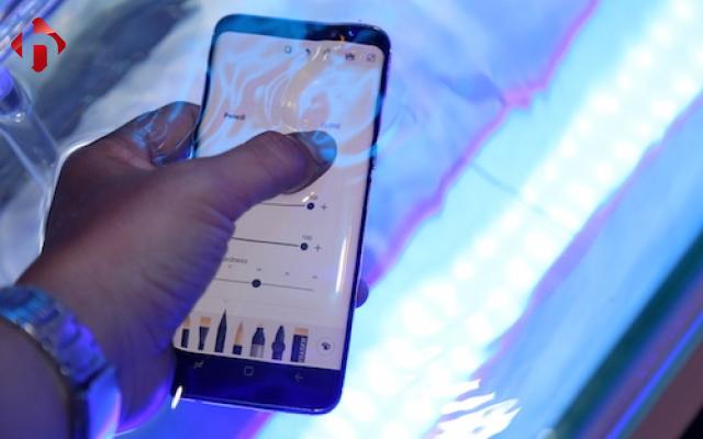 Test khả năng chống nước trên Galaxy S8 Mỹ