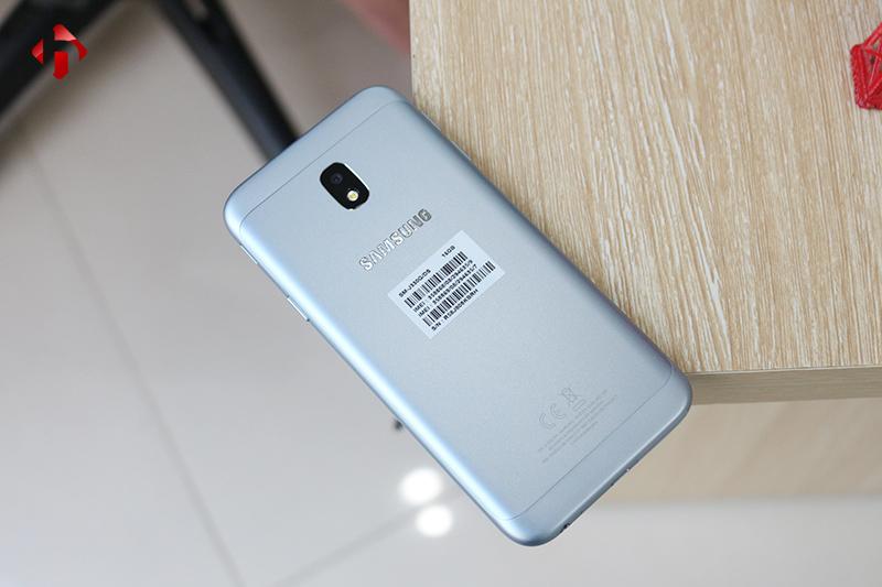 Mặt sau của Samsung Galaxy J3 Pro 2017