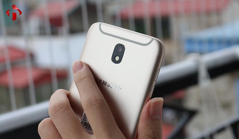 Giao diện Always On trên Galaxy J7 Pro