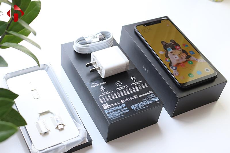 Mở hộp Xiaomi Mi 8