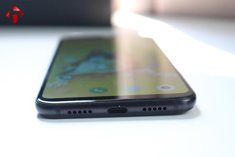 Cạnh dưới của Xiaomi Mi 8