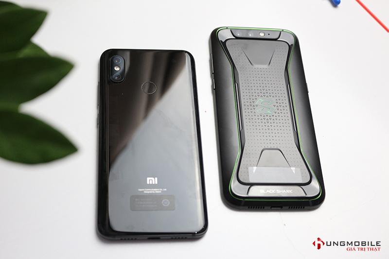 Mặt lưng của Xiaomi Mi 8 và Black Shark