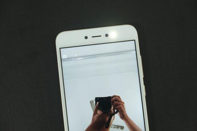 Đèn flash trợ sáng trên Xiaomi Redmi Note 5A