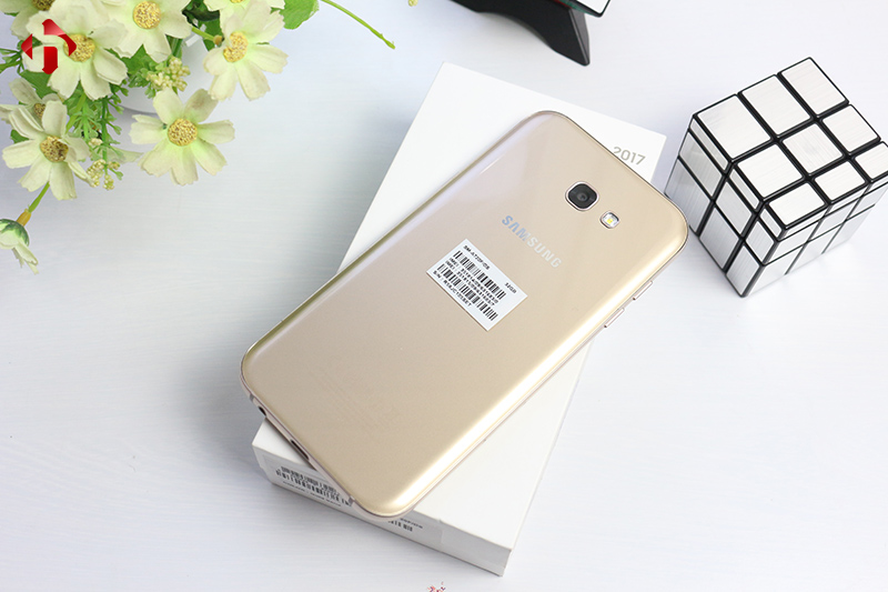 Mặt lưng của Samsung Galaxy A7 2017