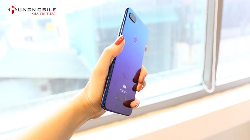 Đánh giá Mi 8 Lite: Giống Apple, giống Huawei, nhưng không sao rẻ và đẹp là được