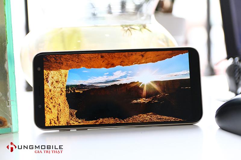 """Samsung Galaxy J6 cản đường Nokia X6 : Khách hàng là """"Ngư ông đắc lợi"""""""