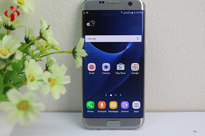 Giao diện Tochwiz hiện đại trên Samsung S7 Edge