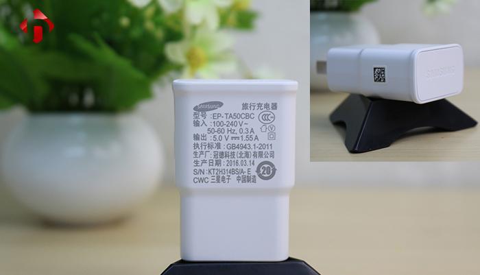 Củ sạc theo máy có mã là EP-TA50CBC, dòng ra 5.0v - 1,55A.