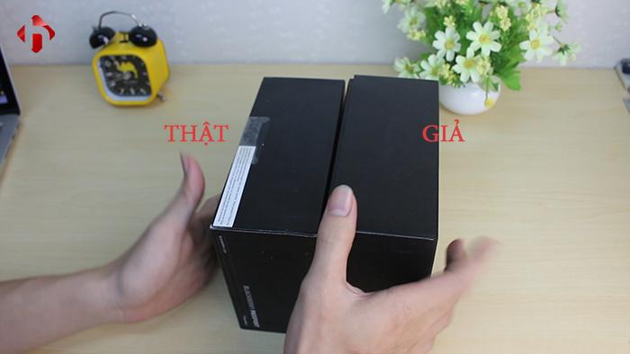 tem bên cạnh trái của hộp