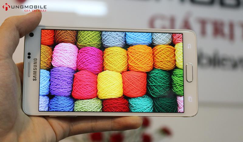 Note 4 sở hữu thiết kế đẹp với viền kim loại