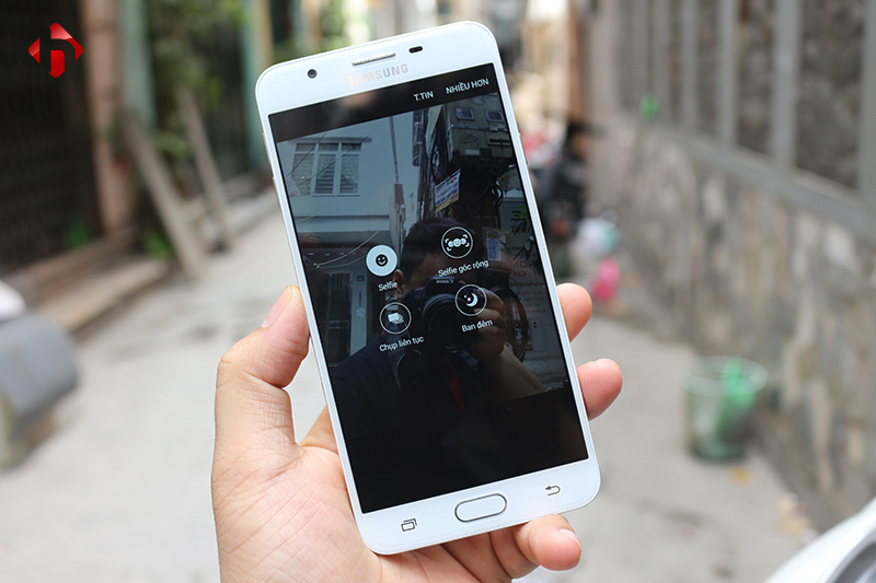 Camera trước 8MP với khẩu độ F/1.9