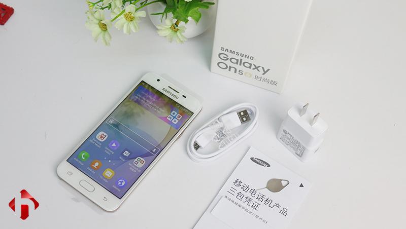 Phụ kiện đi kèm theo máy Samsung Galaxy On5 2016 (J5 Prime)