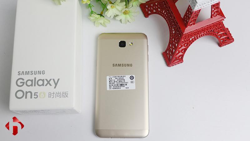 Trên Samsung Galaxy On 2016 không hề có bất kì logo nhà mạng nào