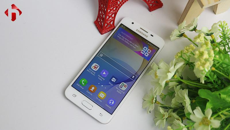 """Galaxy On5 sở hữu màn hình 5"""" độ phân giải HD sử dụng tấm nền LCD TFT"""
