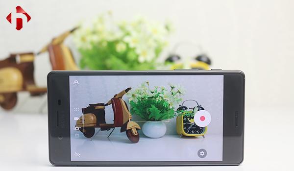 Camera sau lên đến 23MP, camera trước 13MP cho khả năng xử lý ảnh tuyệt vời