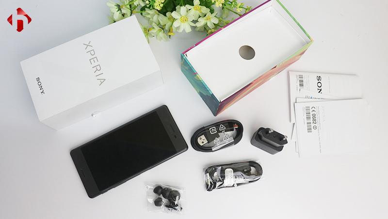 Hộp và phụ kiện đi kèm của Sony Xperia XA